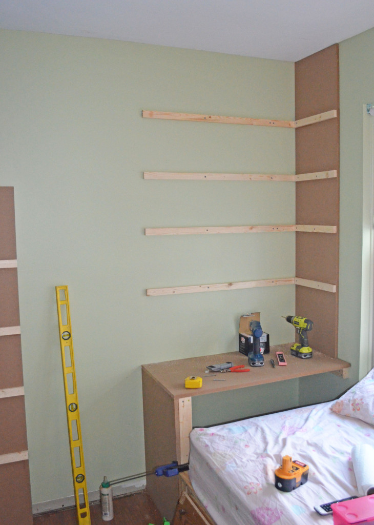 All four wall supports