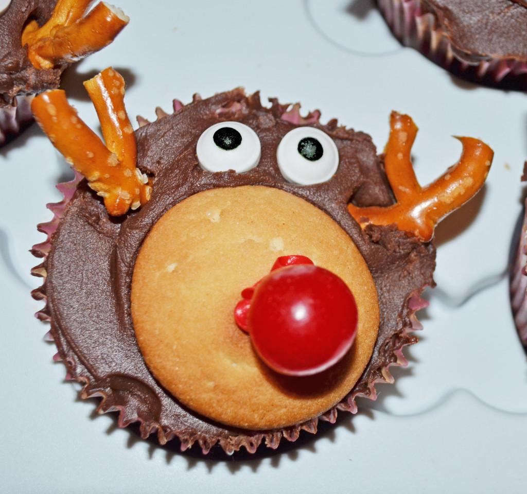 Smart Girls DIY - Rudolf Cupcakes