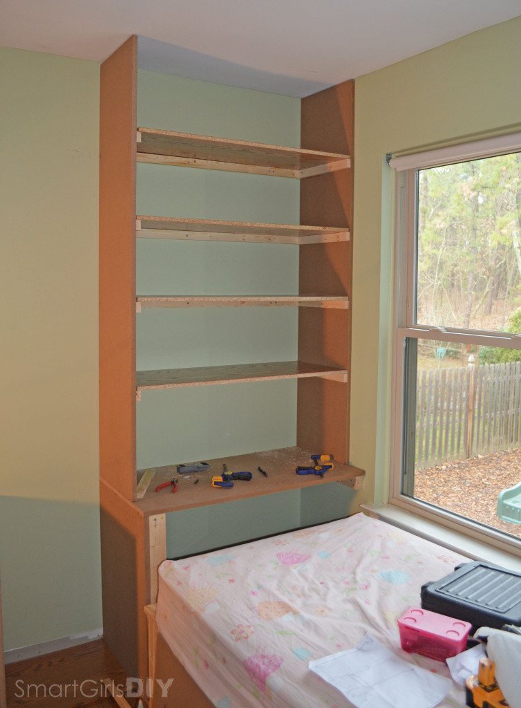 Wall unit attached to daybed