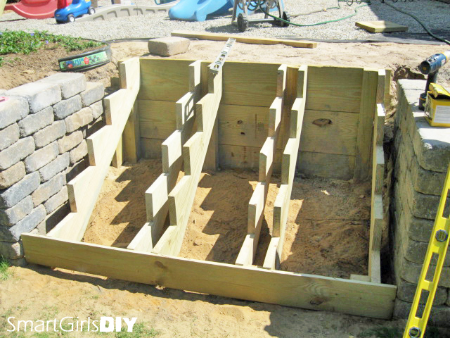 build wood retaining wall steps