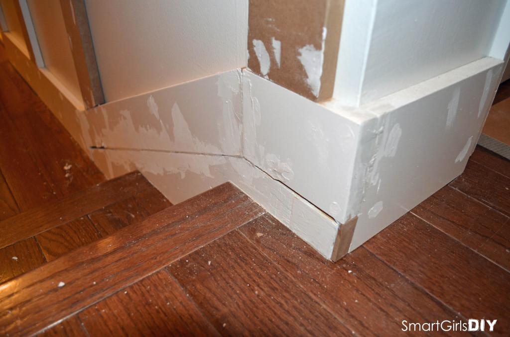 Outside corner - Board and Batten - Thicker base molding