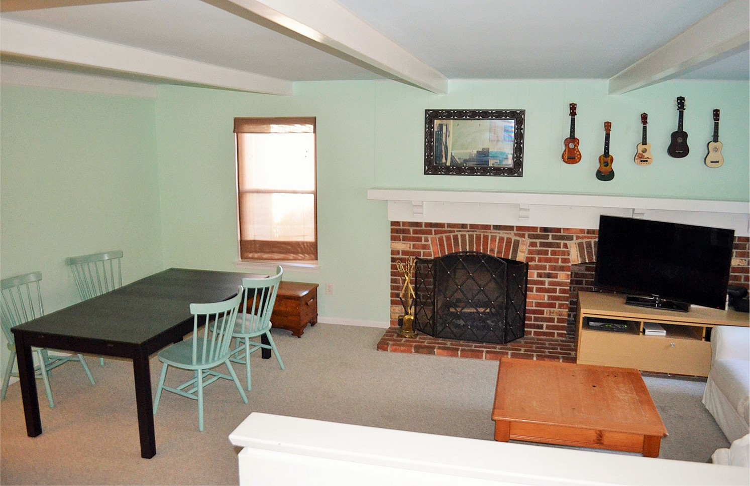 Family room in need of renovation
