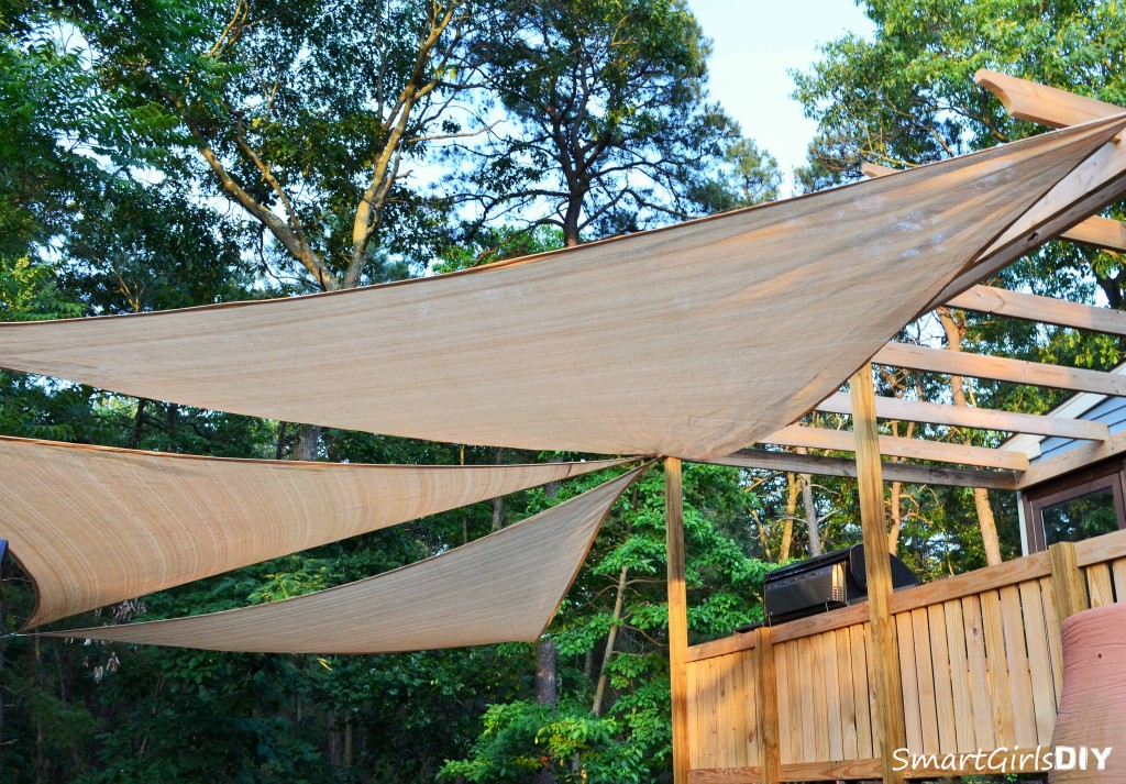 Hanging 3 triangular shade sails in the backyard - Smart Girls DIY