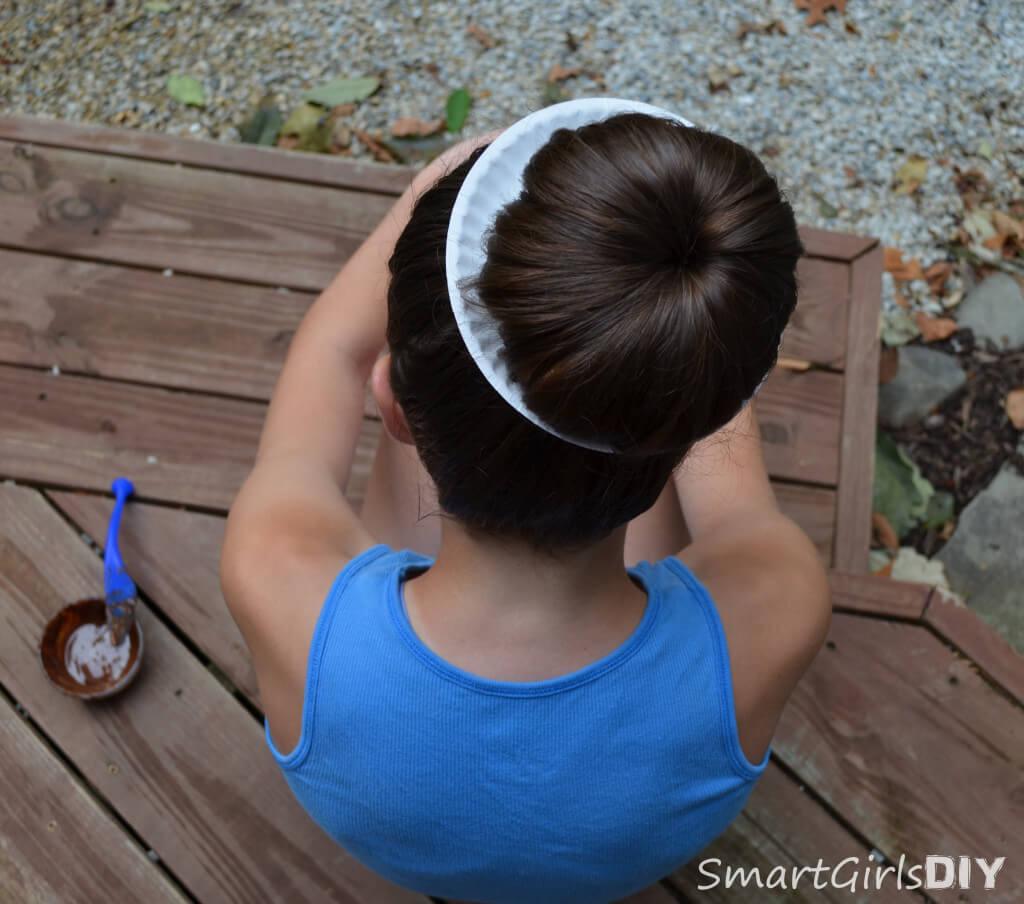 DIY donut bun tutorial - go outside to add chocolate