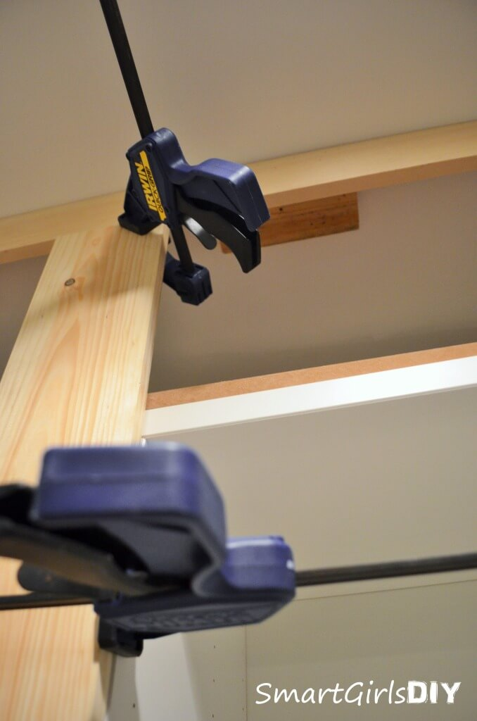 How to attach molding to the ceiling