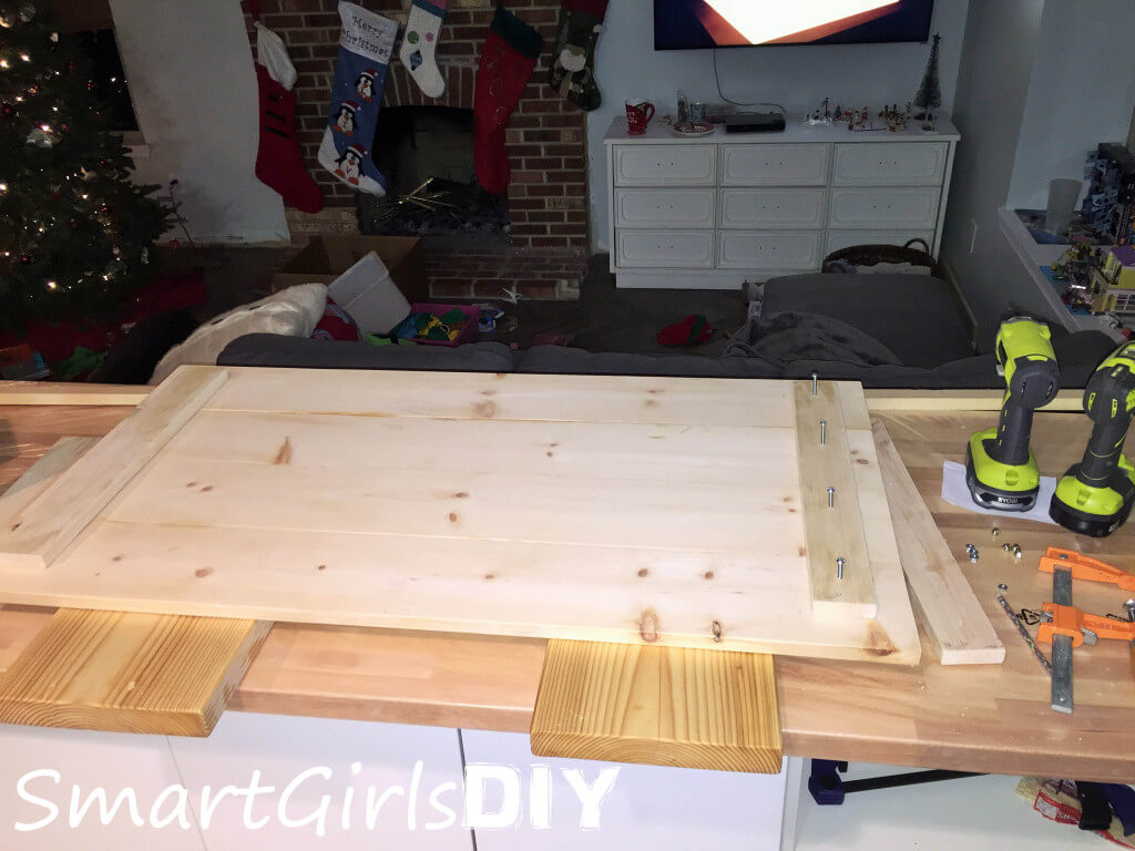 Drilling holes to bolt together wood for coffee table top