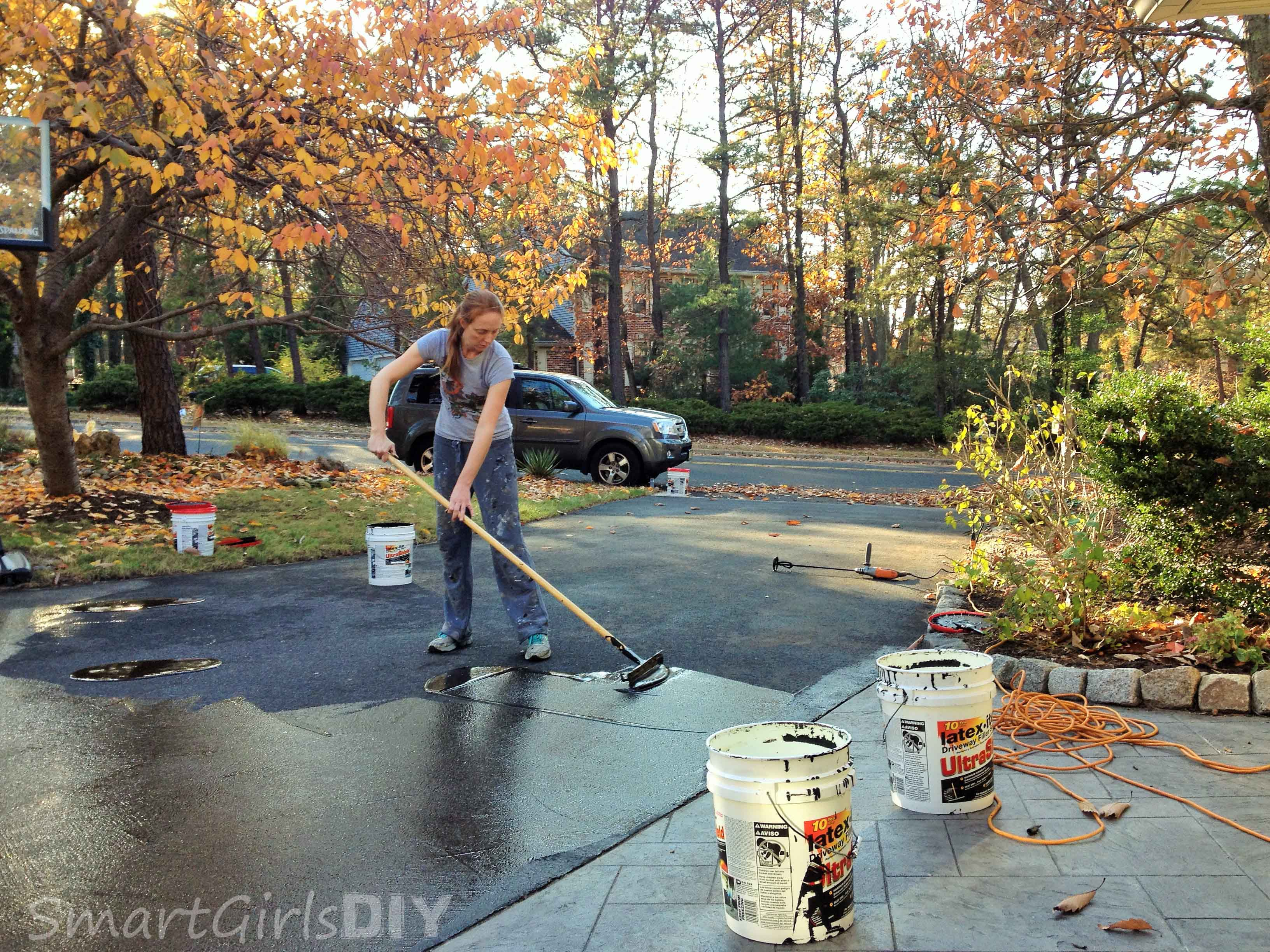 How to Seal an Asphalt Driveway Yourself