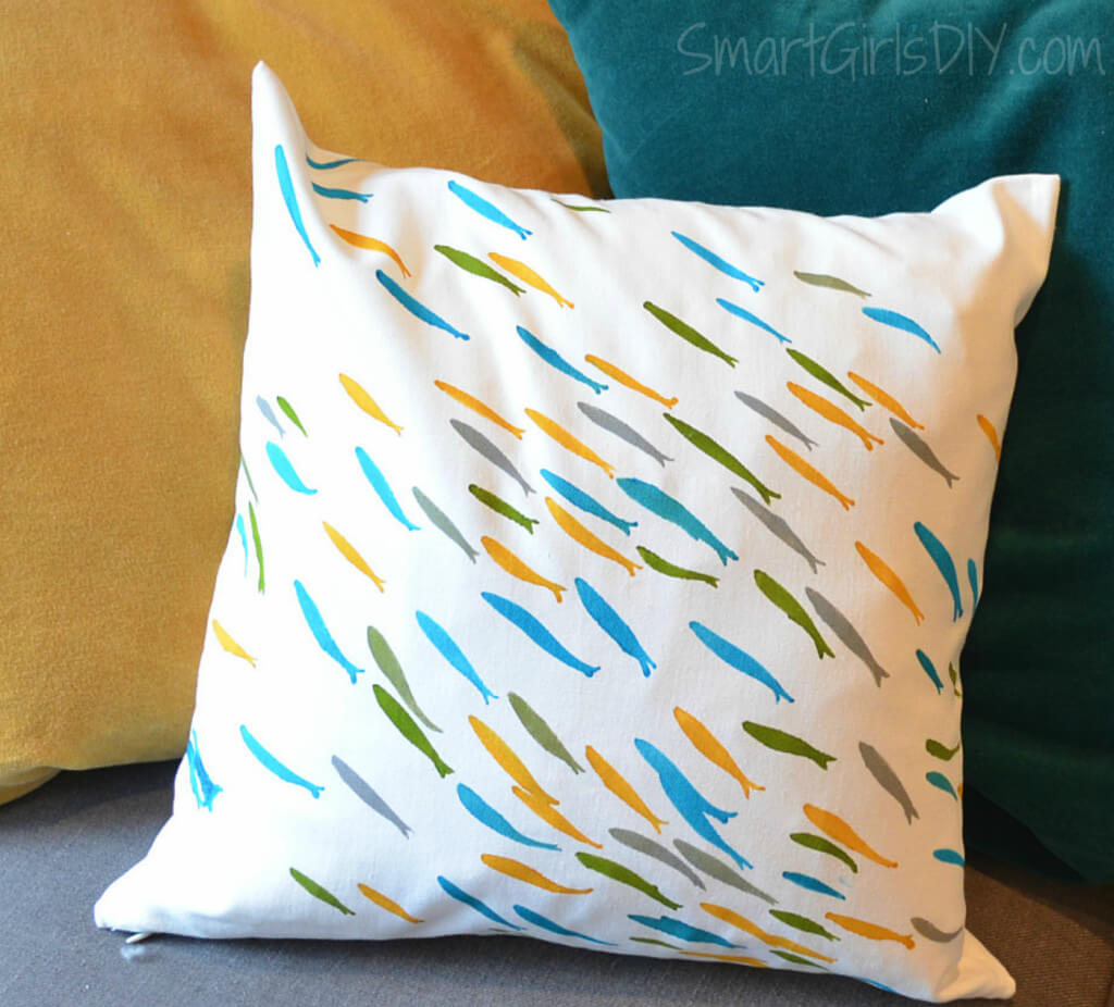 Paint-a-Pillow Review -- easy to use stencil