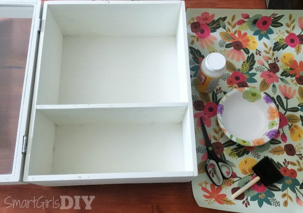 Clean surface to decoupage