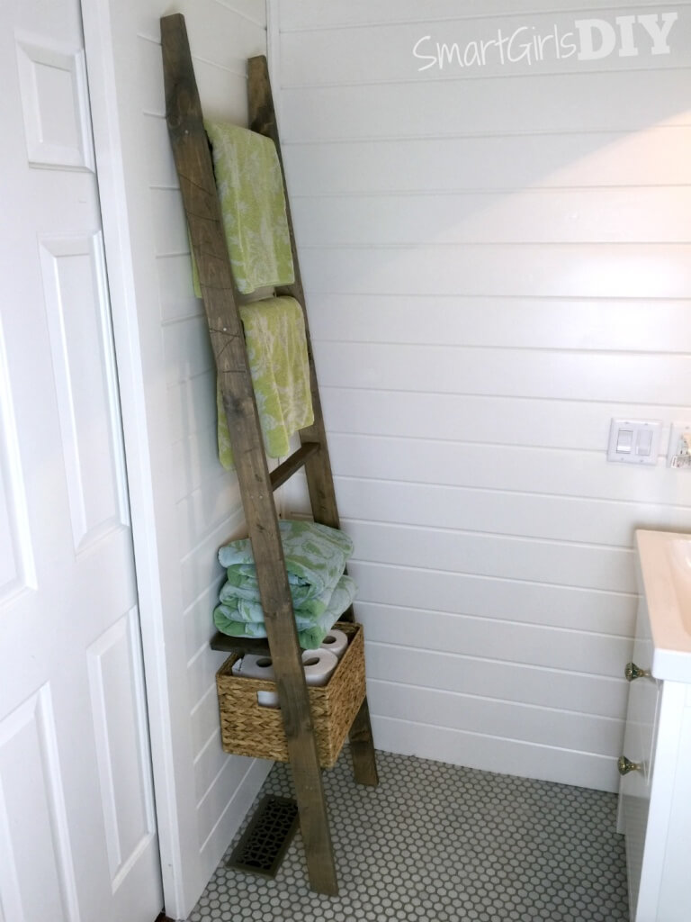 DIY bathroom storage ladder made from one piece of wood