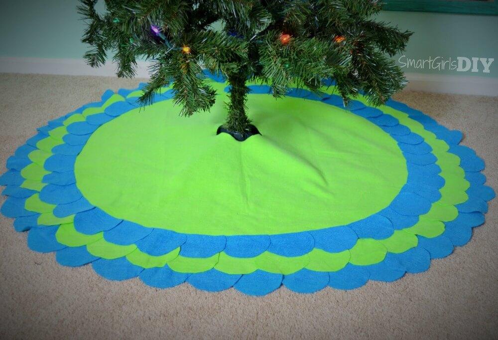 DIY No-Sew scalloped tree skirt
