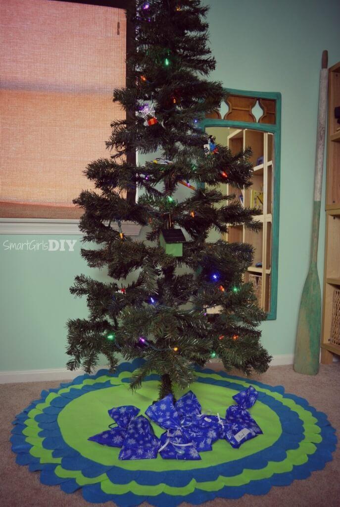 Felt scalloped DIY Christmas Tree Skirt