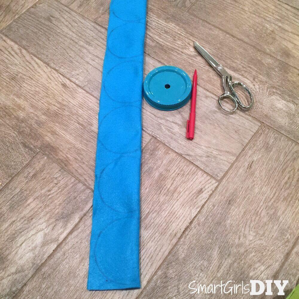 Tracing scallop shape on felt